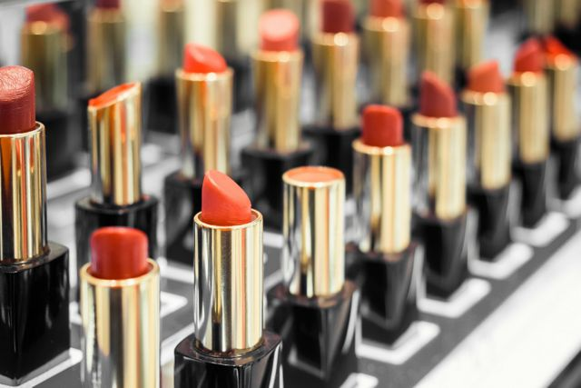 Woman sues make-up store after contracting herpes from lipstick tester