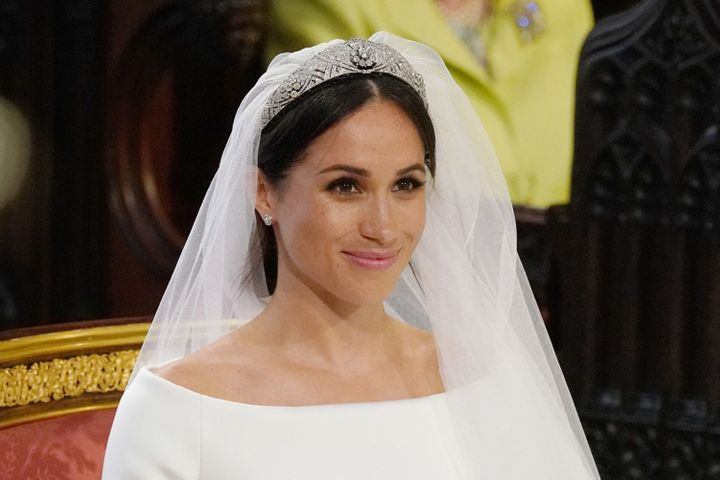 Meghan Markle S Wedding Dress Who Designed It How Much Did It Cost That S Life Magazine