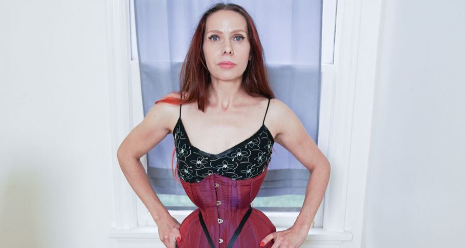 Mum determined to hold record for the world's smallest waist