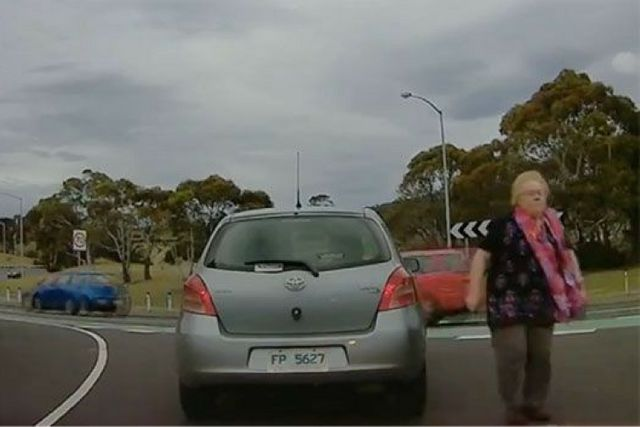 Elderly woman stops in the middle of the road to confront p-plater