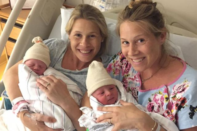 Identical twins give birth on same day